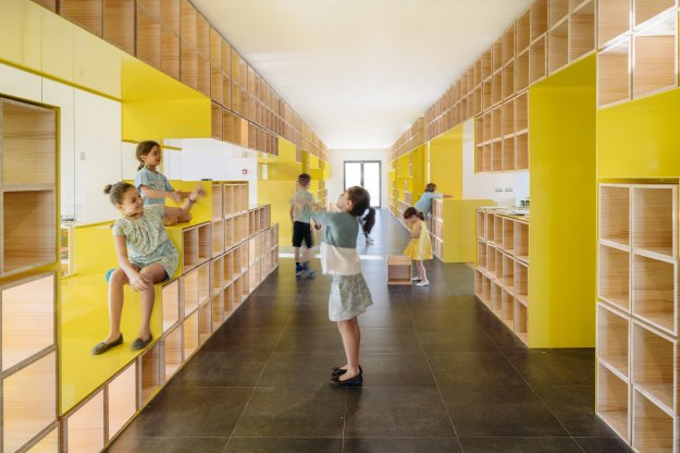 english-for-fun-rica-studio-interior-design-schools-spain_dezeen_2364_col_1