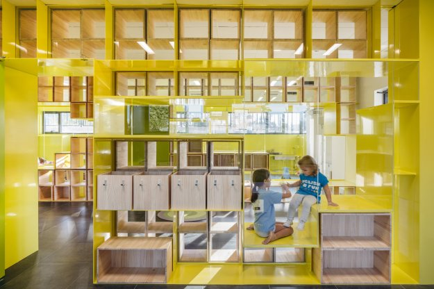 english-for-fun-rica-studio-interior-design-schools-spain_dezeen_2364_col_4