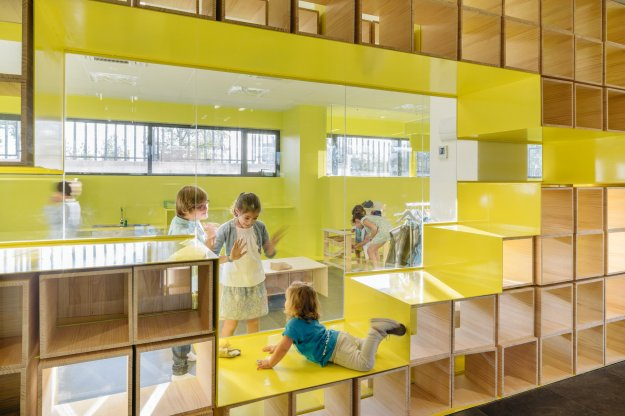 english-for-fun-rica-studio-interior-design-schools-spain_dezeen_2364_col_5